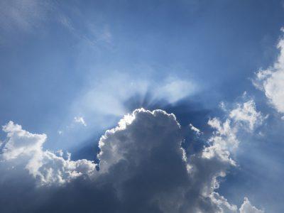 het weerbericht : aanhoudend zonnig, economisch zwaar bewolkt.